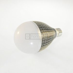 E27 LED pære 11W varm hvid dæmpbar